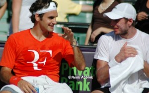 Roger_Federer_training_with_Stan